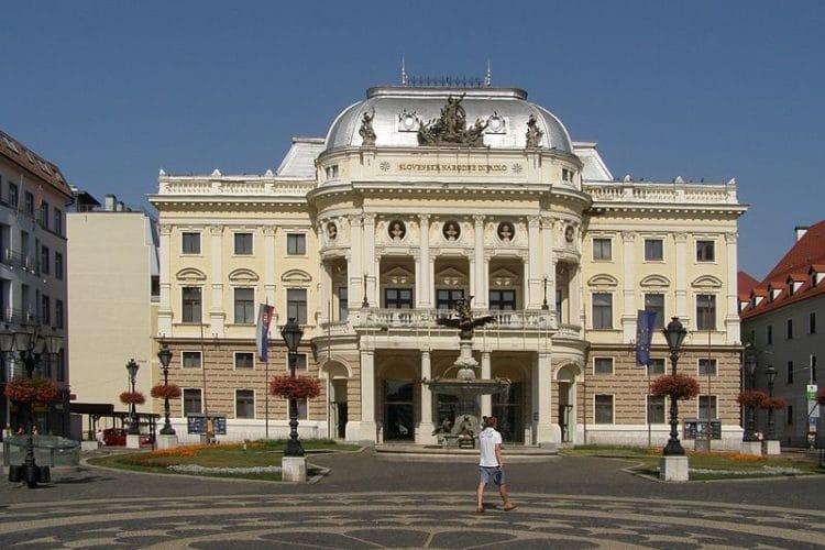 Словацкий национальный театр - достопримечательности Братиславы