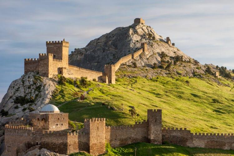 Генуэзские крепости - достопримечательности Крыма