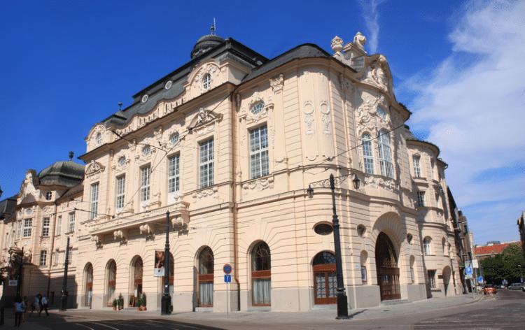 Здание филармонии - достопримечательности Братиславы