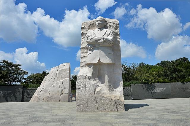 Памятник Мартину Лютеру Кингу - достопримечательности Вашингтона