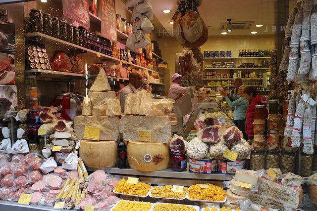 Рынок Mercato di mezzo - достопримечательности Болоньи