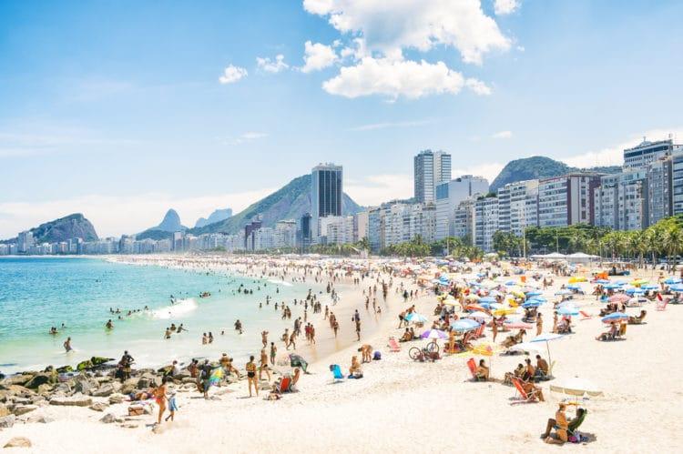 Пляж Копакабана - достопримечательности Рио-де Жанейро