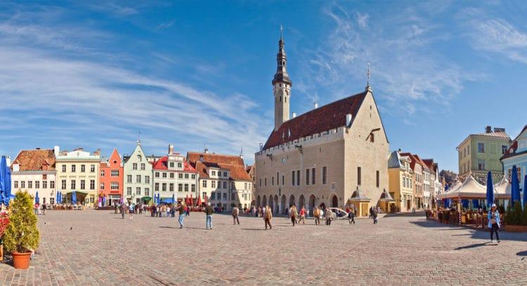 Ратушная площадь и Таллинская Ратуша - достопримечательности Таллина