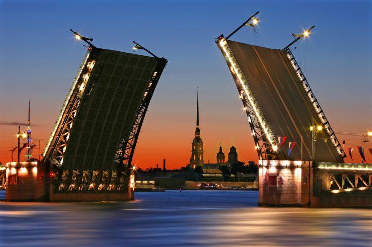 Дворцовый мост - достопримечательности Санкт-Петербурга