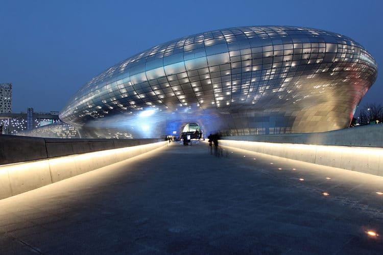 Здание «Тондэмун Дизайн Плаза» - достопримечательности Сеула