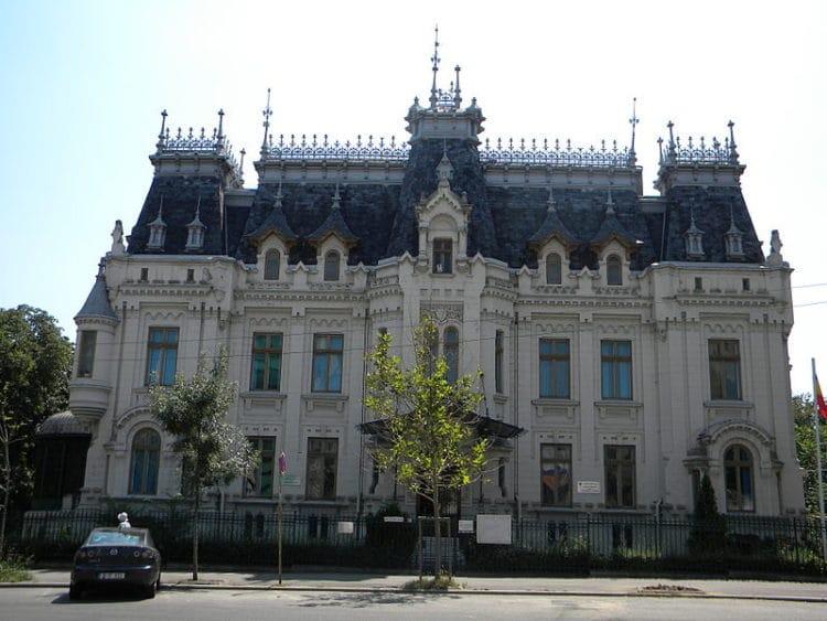 Дворец Крецулеску - достопримечательности Бухареста