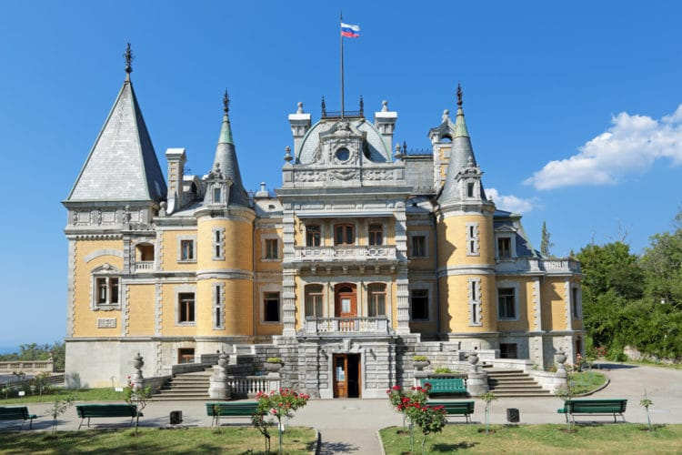 Массандровский дворец - достопримечательности Крыма