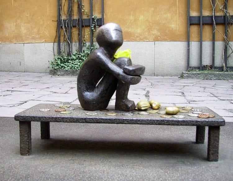 Статуя Мальчик, смотрящий на Луну - достопримечательности Стокгольма