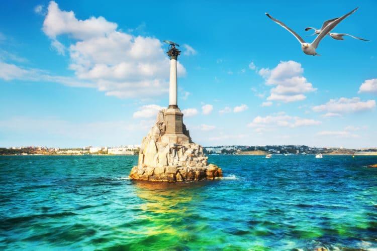 Памятник затопленным кораблям - достопримечательности Севастополя