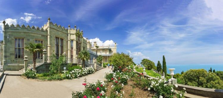 Воронцовский дворец - достопримечательности Ялты
