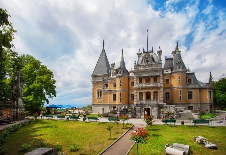 Массандровский дворец - достопримечательности Ялты