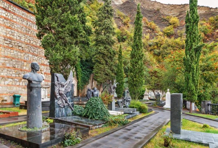 Некрополь на горе Мтацминда - достопримечательности Тбилиси