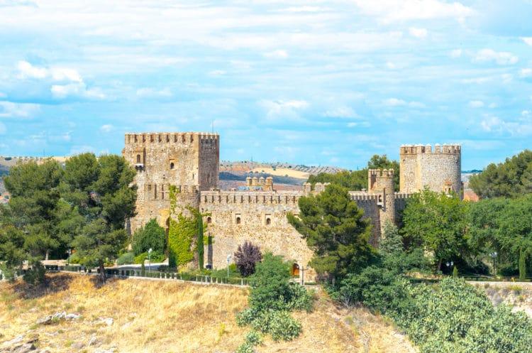 Замок Сан-Сервандо - достопримечательности Толедо