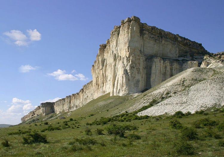 Белая скала Ак-Кая - достопримечательности Крыма
