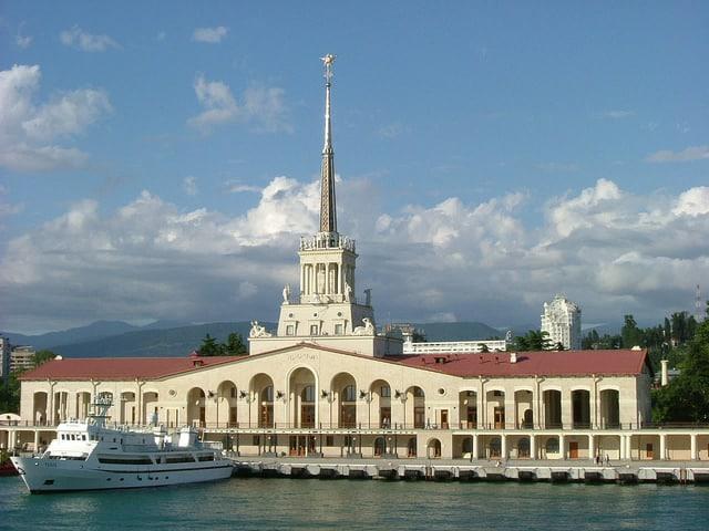 Морской вокзал - достопримечательности Сочи