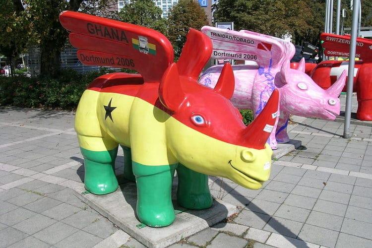 Скульптуры крылатого носорога - достопримечательности Дортмунда