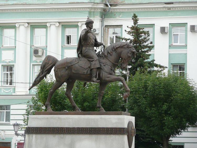 Памятник Михаилу Тверскому - достопримечательности Твери