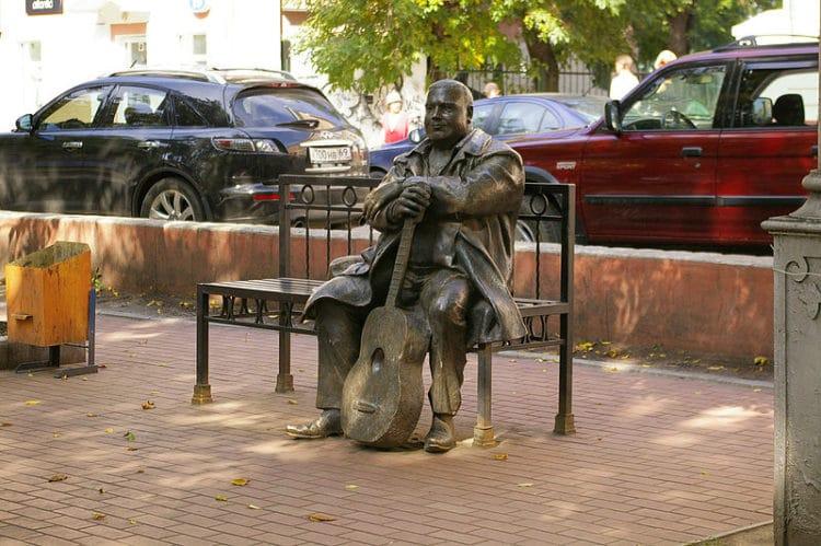 Памятник Михаилу Кругу - достопримечательности Твери