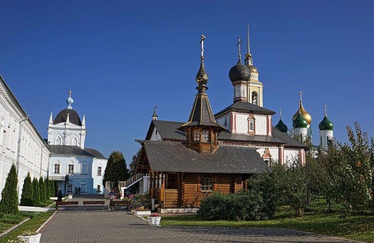 Свято-Троицкий Ново-Голутвин монастырь - достопримечательности Коломны