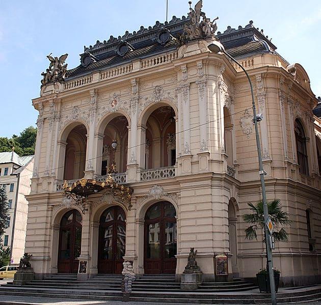 Городской театр - достопримечательности Карловых Вар