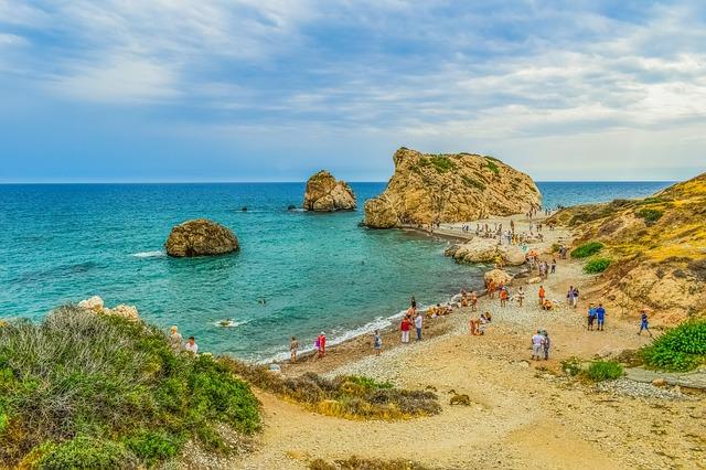 Пляж Петра-ту-Ромиу - достопримечательности Лимассола