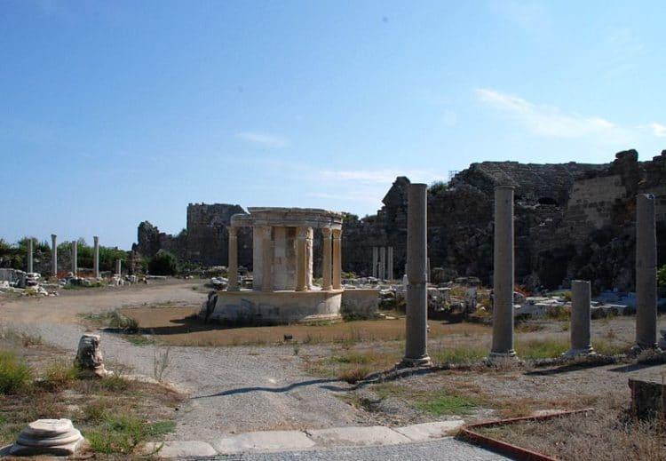 Агора и храм Тюхе - достопримечательности Сиде