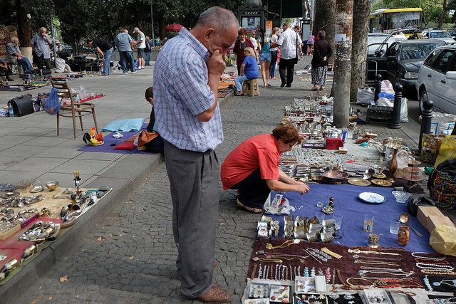 Блошиный рынок у Сухого моста - достопримечательности Тбилиси