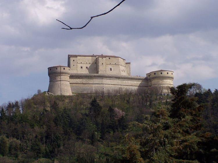 Крепость Сан-Лео - достопримечательности Римини