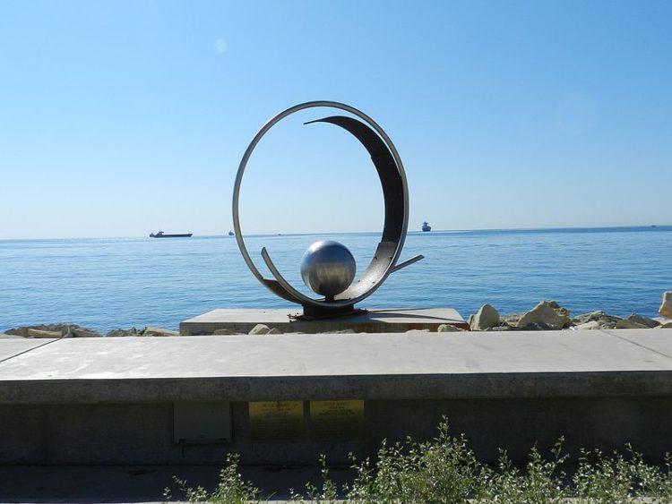 Набережная Молос и Парк скульптур - достопримечательности Лимассола