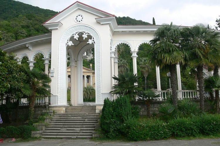 Гагрская колоннада - достопримечательности Гагры