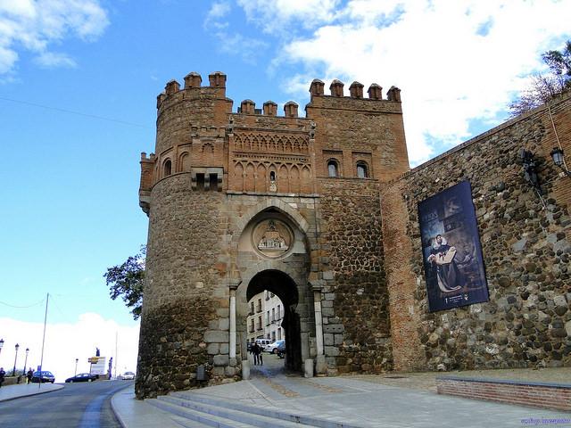 Ворота Пуэрта-дель-Соль - достопримечательности Толедо