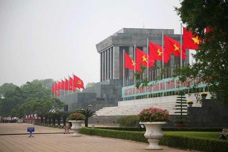 Мавзолей Хо Ши Мина - достопримечательности Ханоя