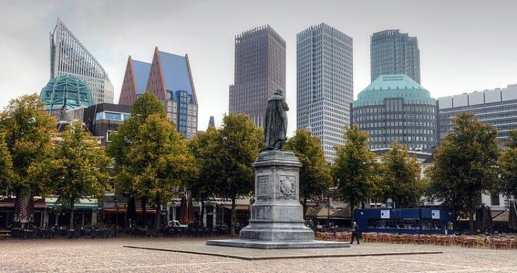 Площадь Плейн - достопримечательности Гааги