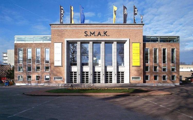Городской музей современного искусства (S.M.A.K.) - достопримечательности Гента