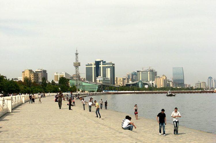 Бакинский приморский бульвар в Азербайджане
