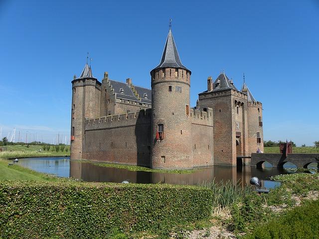Замок Мёйдерслот в Нидерландах