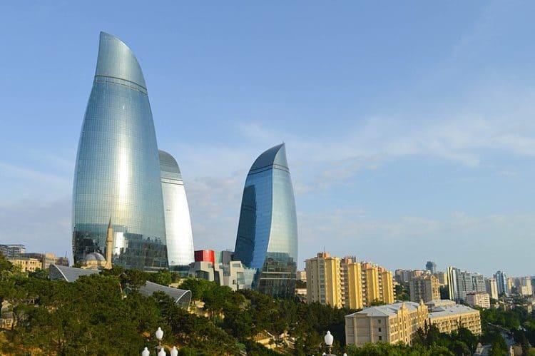 Пламенные башни в Азербайджане