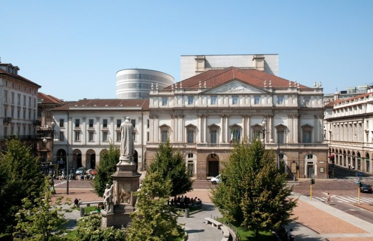 Оперный театр Ла Скала в Италии