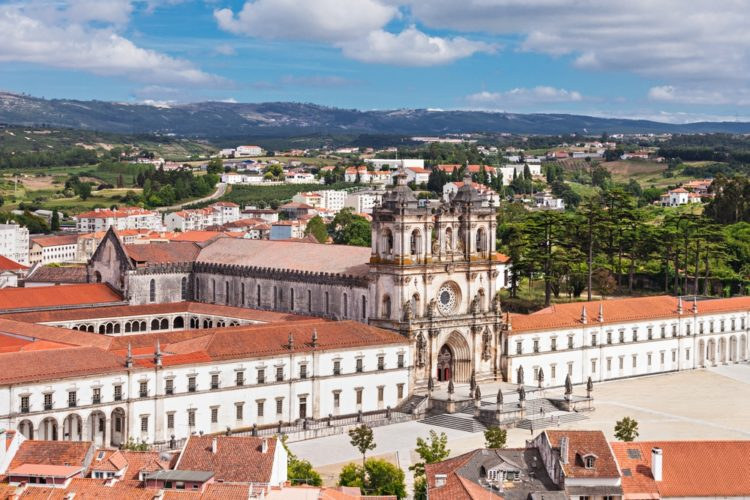 Монастырь Алкобаса в Португалии