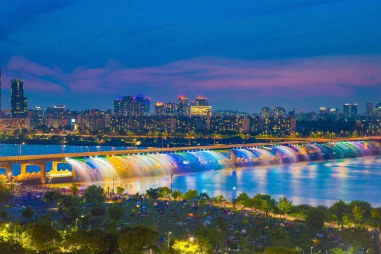 Мост Фонтан Радуги в Южной Корее