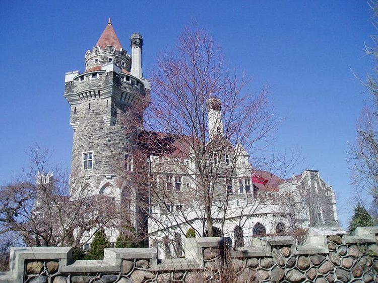 Замок Каса Лома в Канаде