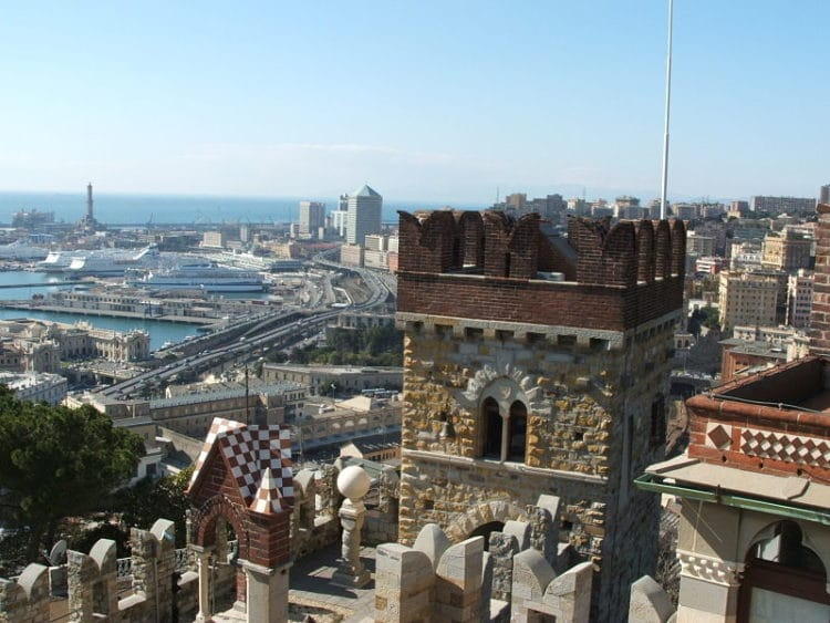 Замок Альбертис - достопримечательности Генуи