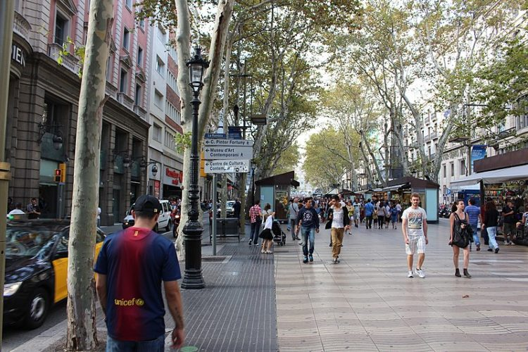 Улица Рамбла в Испании