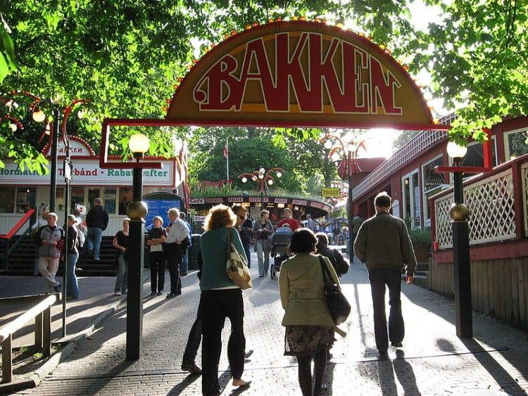 Парк развлечений Дирехавсбаккен в Дании