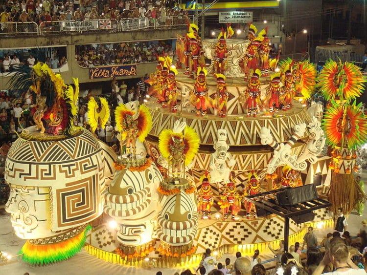 Карнавал в Рио-де-Жанейро в Бразилии