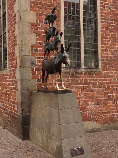 Памятник бременским музыкантам в Германии