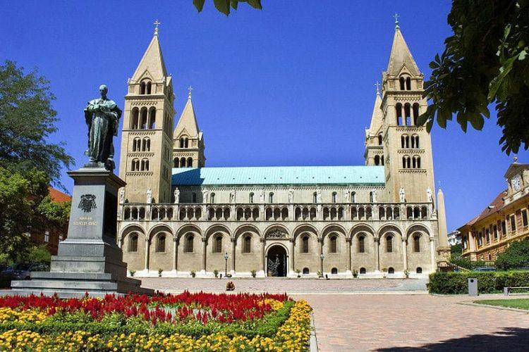 Собор Святых Петра и Павла в Венгрии