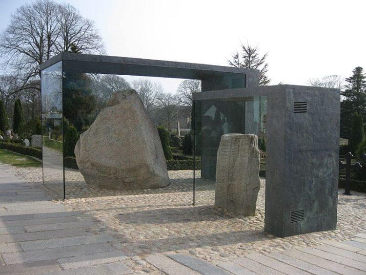 Рунные камни в Дании