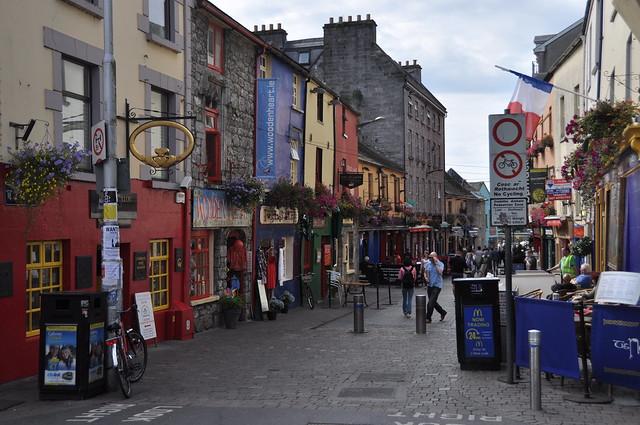 Шоп-стрит в Голуэй в Ирлвндии