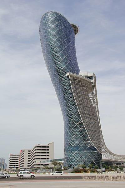 Небоскрёб Capital Gate в ОАЭ